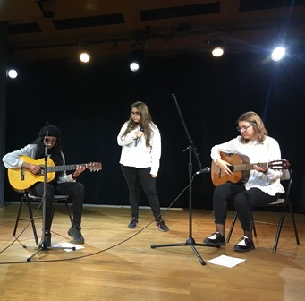 Soirée culturelle Cameleon chants amphi Malraux
